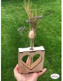 Vaza cu eprubeta si cadru din lemn in forma de inima