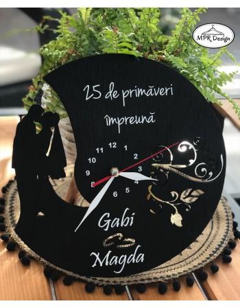 Ceas din lemn personalizat