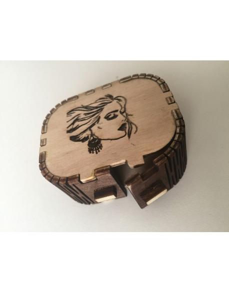 Cutie din lemn pentru bijuteri mică