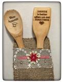 Linguri din lemn cu mesaje gravate